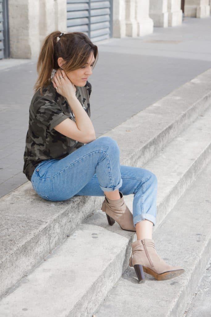 Jean Mom Fit et T-shirt Camouflage Zara