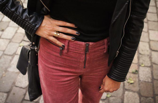 En pantalon velours…