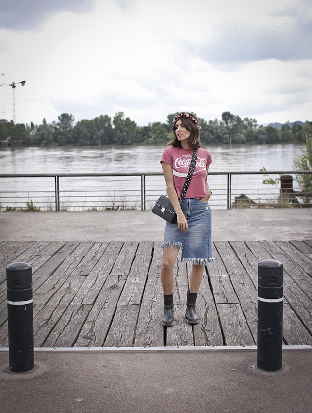 Jupe en jean et t-shirt coca-cola