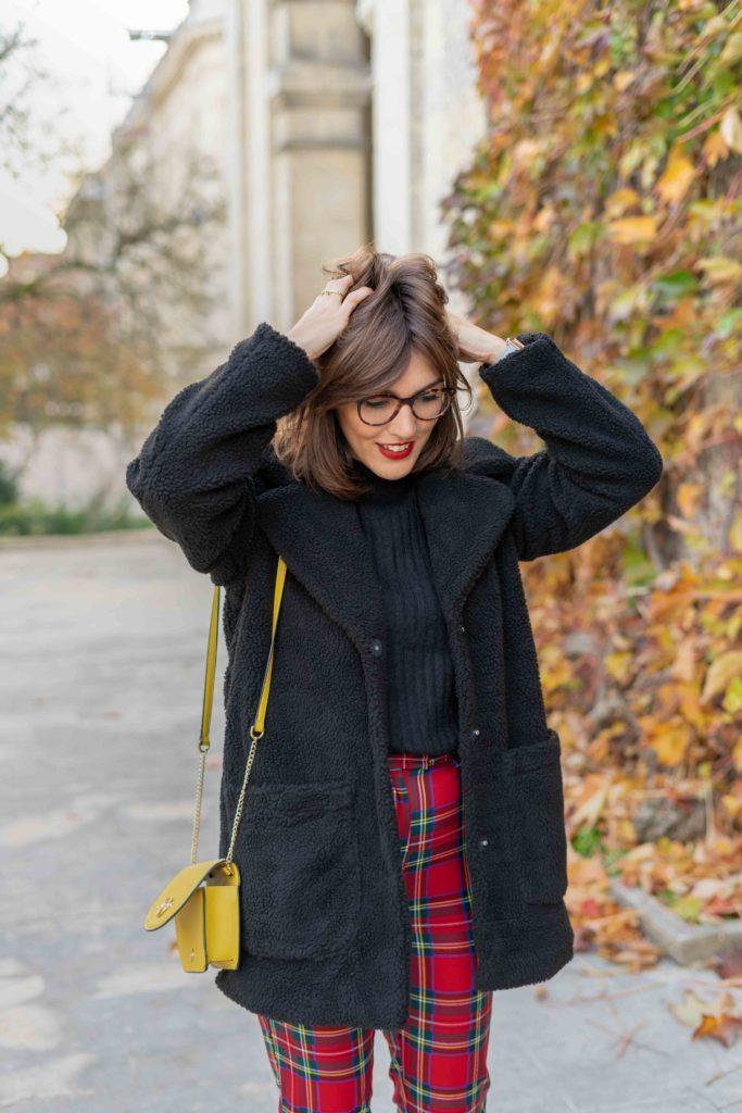 manteau noir fausse fourrure