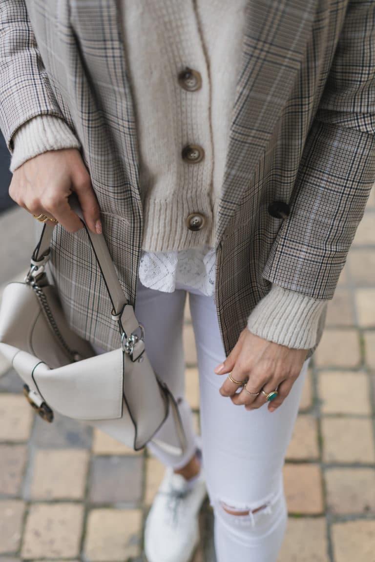 pantalon blanc et sac blanc