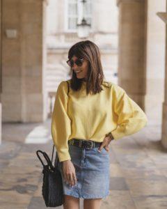 jupe en jean et pull manches ballon jaune