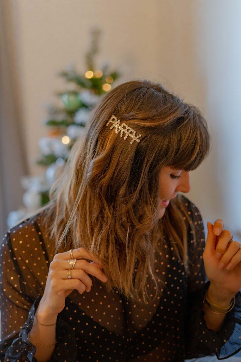 coiffure de fêtes avec barrettes en strass